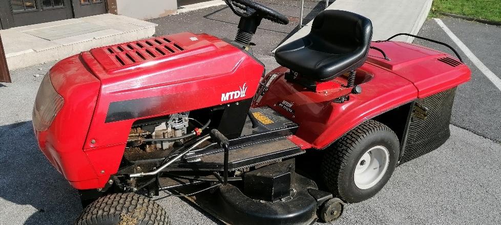 Namera o prodaji premičnega osnovnega sredstva parkovni traktor MTD RH 125/92